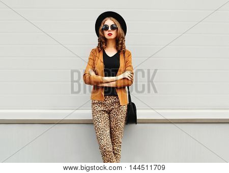 Fashion Look, Pretty Young Woman Wearing A Retro Elegant Hat, Sunglasses, Brown Jacket And Black Han