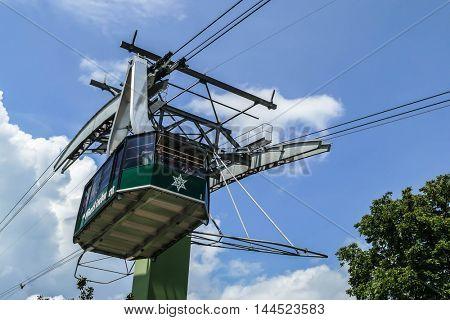 GATLINBURG-AUGUST 8: Aerial Tramway Ober Gatlinburg with tourist in Gatlinburg, Tennessee, USA on August 8, 2016.