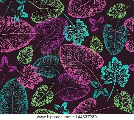 Bright autumn. Seamless handcrafted pattern with autumn leaves.Leaves imprints on white background. Vector seamless pattern