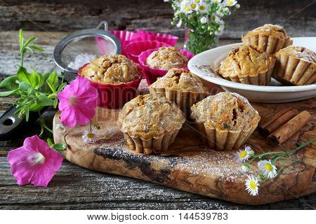 Summer mood: spiced Carrot muffins and flowers