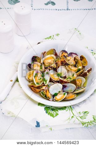 Dishes with Vongole venus clams with parsley, Close-up