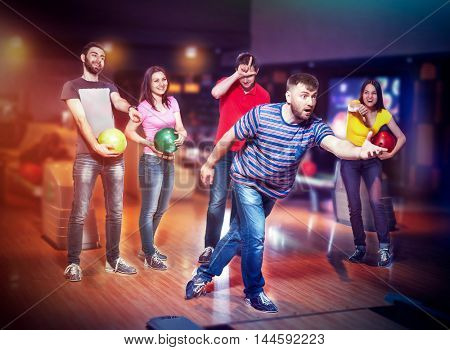 Friends in bowling