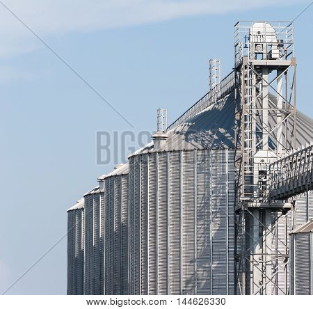 Storage facility and drying of cereals silos and towers drying