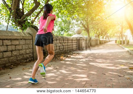 Woman run in a park