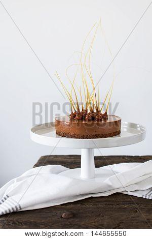 No bake nutella cheesecake with caramelized hazelnuts