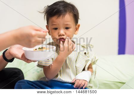 Patient Boy Not Eat Food, Mouth Pain