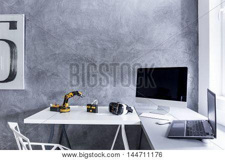Study Room With Decorative Wall Finish Idea