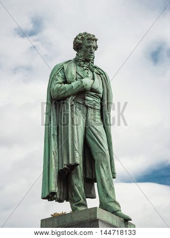 monument to Alexander Pushkin, work Opekushin, set in Moscow on June 18, 1880. monument is made of bronze, it was installed at beginning of Boulevard at Holy Square (now Pushkin). In 1950, monument was moved to opposite side of square. Russia Moscow. Augu