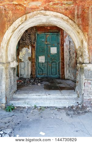 Old Door And The Arch In The Crumbling Building