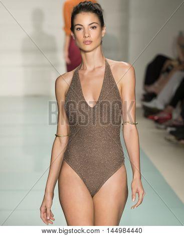 Vix Paula Hermanny- 2017 Funkshion Swim Fashion Week