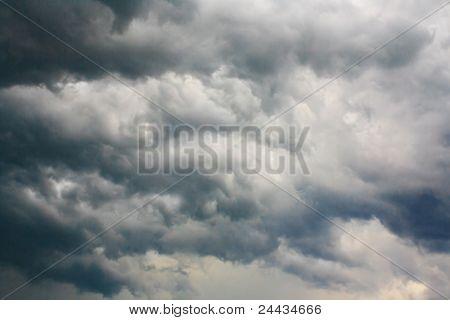 Zware storm wolken aan de hemel