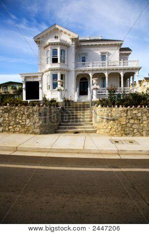 Victorian Home In Santa Cruz. Ca