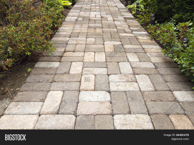 mesa de jardim jumbo : mesa de jardim jumbo:Jardim tijolo Paver caminho passarelaBanco de Fotos & banco de Imagens