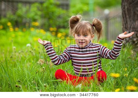 Surprise! - Little five-year girl game in grass.