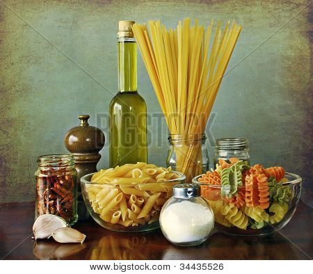 Italian recipe: aglio, olio e peperoncino (garlic, oil and chili) noodles