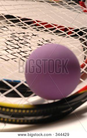 Raqueta bola púrpura y raqueta