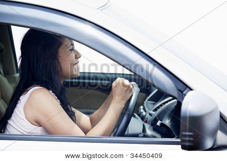 Motorista feminina com raiva