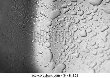 Wassertropfen in Aluminium Vorratsschrank