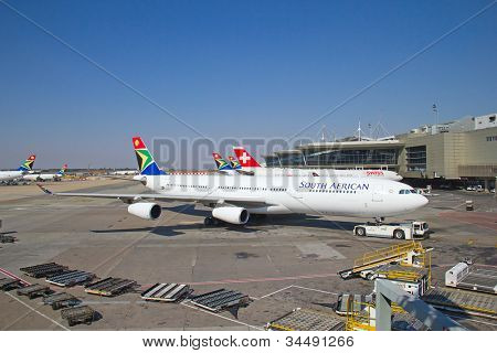 JOHANNESBURG - APRIL 18:Airbus A340 disembarking passengers after intercontinental flights on April 18, 2012 in Johannesburg, South Africa. Johannesburg Tambo airport is the busiest airport in Africa
