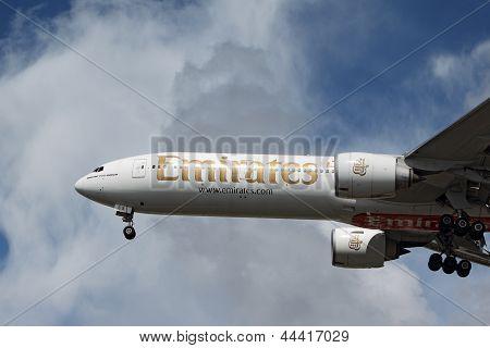 Emirates Boeing 777-31Her
