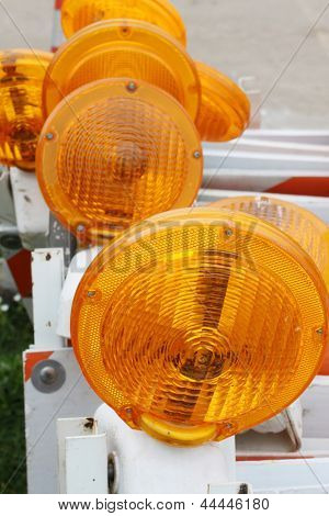 Verkehr Barrikaden mit orange Blinker