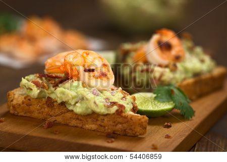 Bread with Guacamole, Shrimp and Bacon