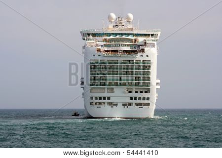 Cruise leaving port