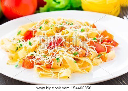 Fettuccine with tomato