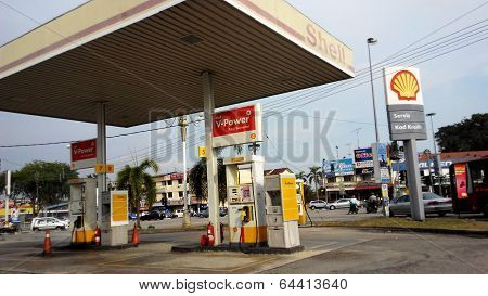 Melaka, Malaysia- April 19, 2014: Oil Company Shell Malaysia Plans To Add 20 Filling Stations To Its