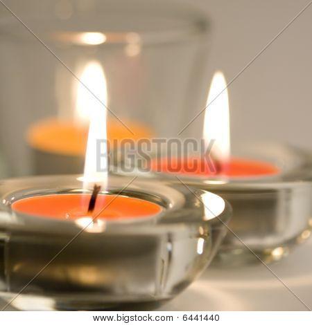 drei brennende Kerzen
