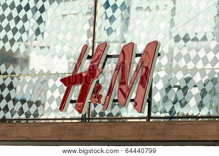 H&M Store Sign