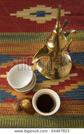 Arabic kahva cups and kettle