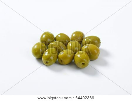 eleven green olives without stones