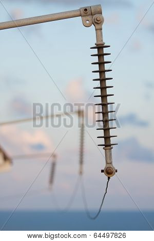 High voltage system for offshore plant, the system should be install earth ground