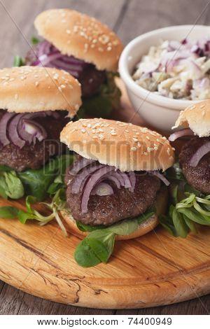 Mini hamburgers with red onion and corn salad
