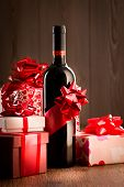 Постер, плакат: Exclusive Wine Bottle Gift