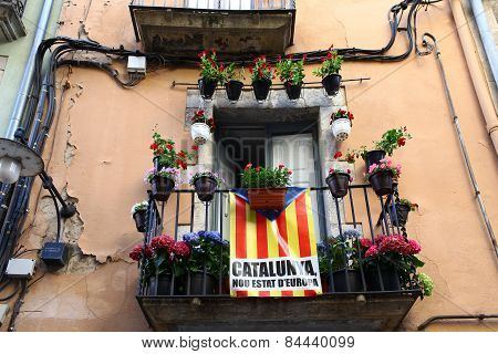 Catalan flag on the balcony