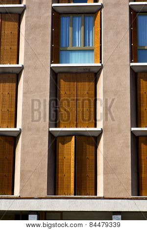 Orange Europe  Italy  Lombardy       In  The Milano Closed Brick      Grate