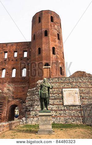The statue of Julius Caesar and the Torri Palatine,Turin