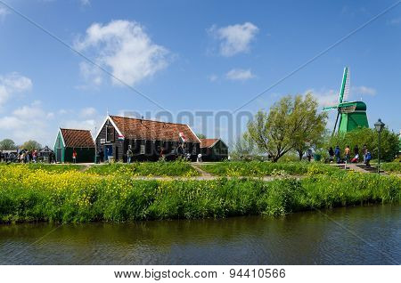 Zaanse Schans, Netherlands - May 5, 2015: Tourist Visit Windmills And Rural Houses In Zaanse Schans