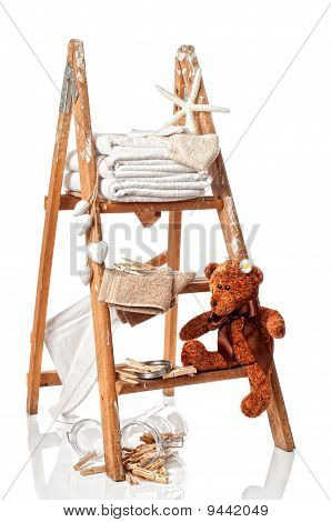 Laundry Stepladder With Towels