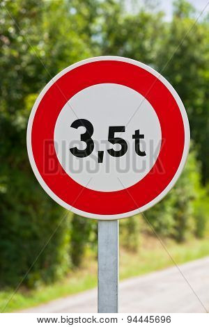 Traffic Sign Of 3,5 Tons Weigh Restriction