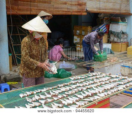 Vietnamese Women Making Fish At Market