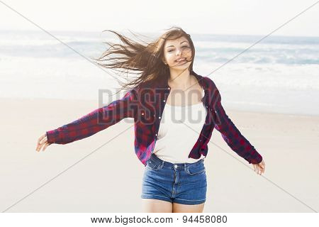 Portrtait of a happy girl at the beach smilling