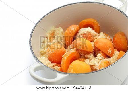 making apricot jam