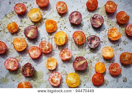 Preparing roasted tomatoes from cherry tomatoes