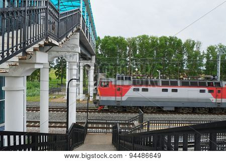 The image of railway station and a pedestrian bridge