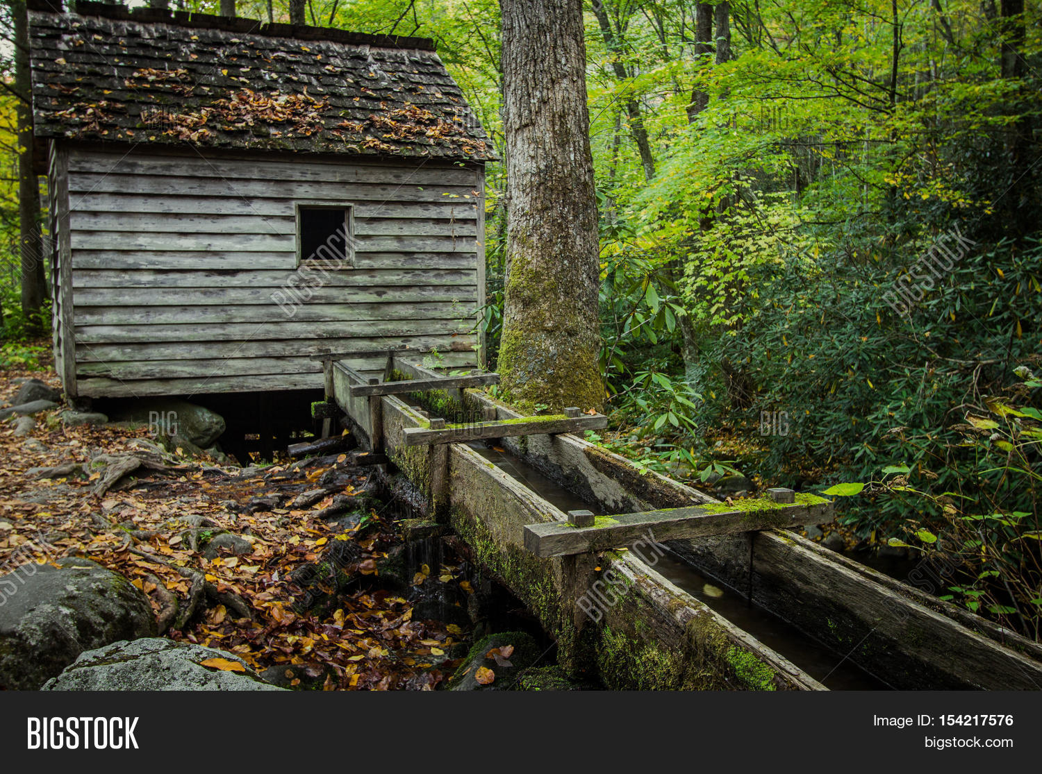 Old smoky mountain mill historic mill on the roaring fork for Motor trails in gatlinburg tn