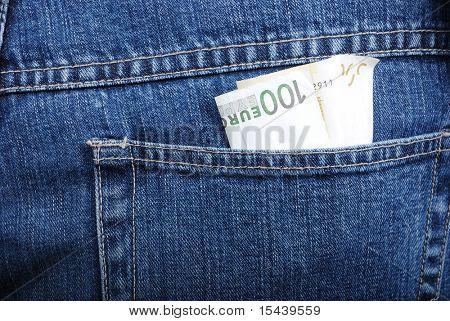 Euro en el bolsillo trasero