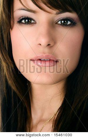 young brunette woman portrait, closeup
